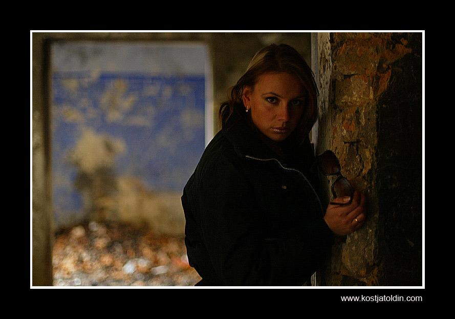 """photo """"..."""" tags: portrait, woman"""