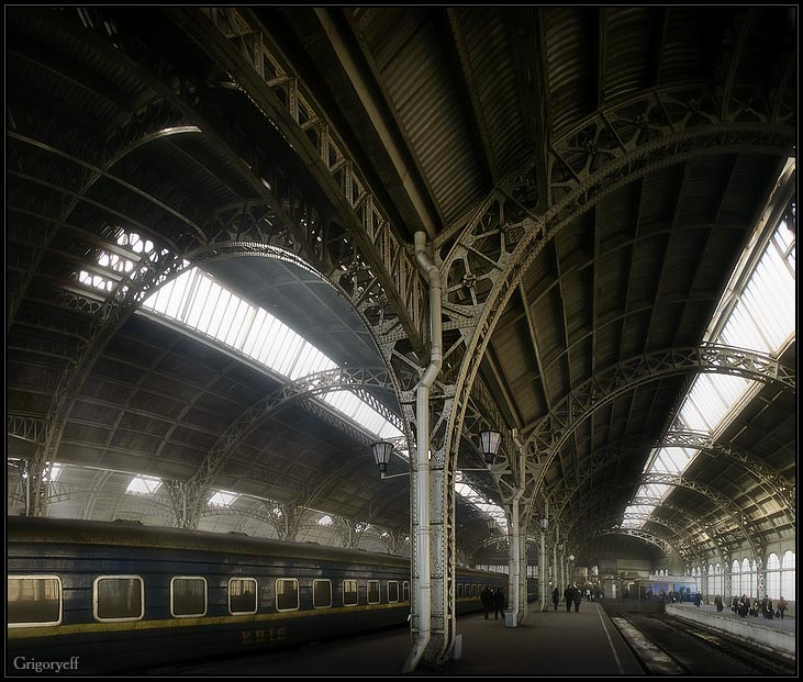 "photo ""Vitebski railway station, St.-Petersburg"" tags: architecture, landscape,"