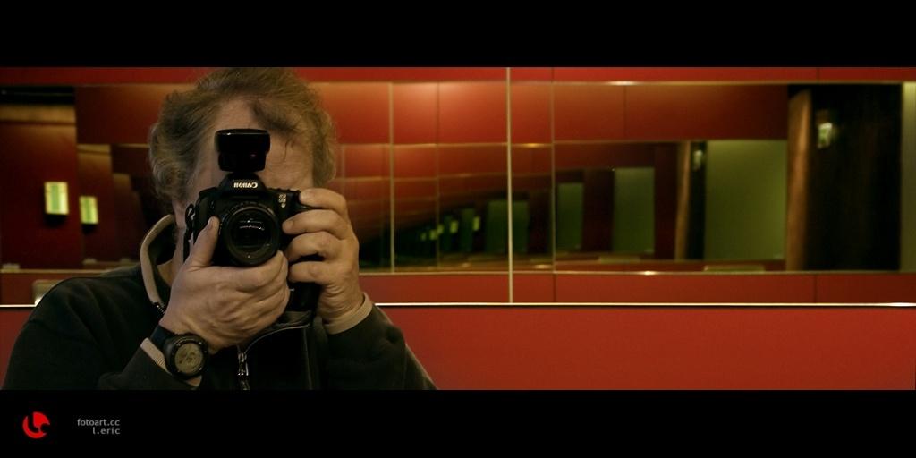 "photo ""its me again"" tags: portrait, humor, man"