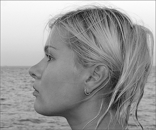"""photo """"wait"""" tags: portrait, black&white, woman"""