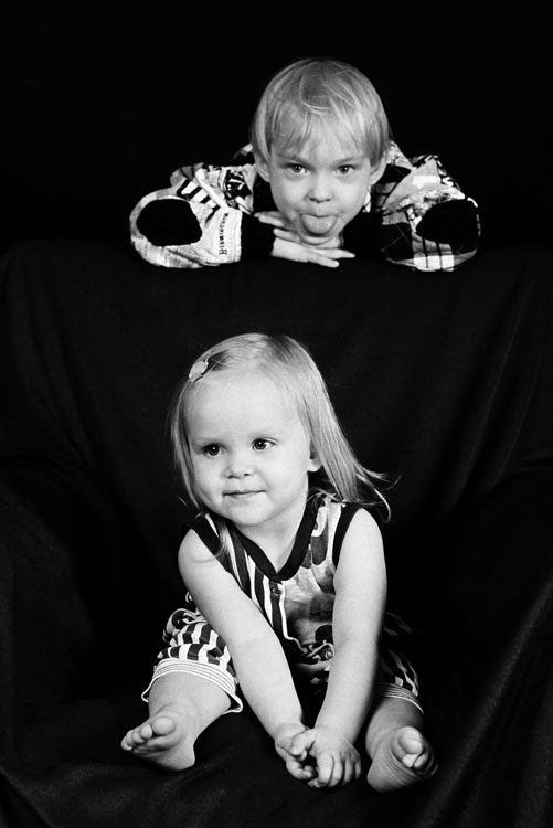 "photo ""Brother @ sister:)"" tags: portrait, children"