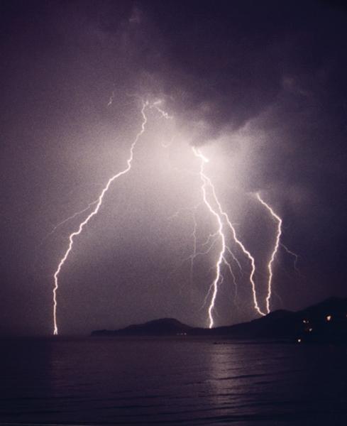 "photo ""Thunderbolt #01"" tags: ,"