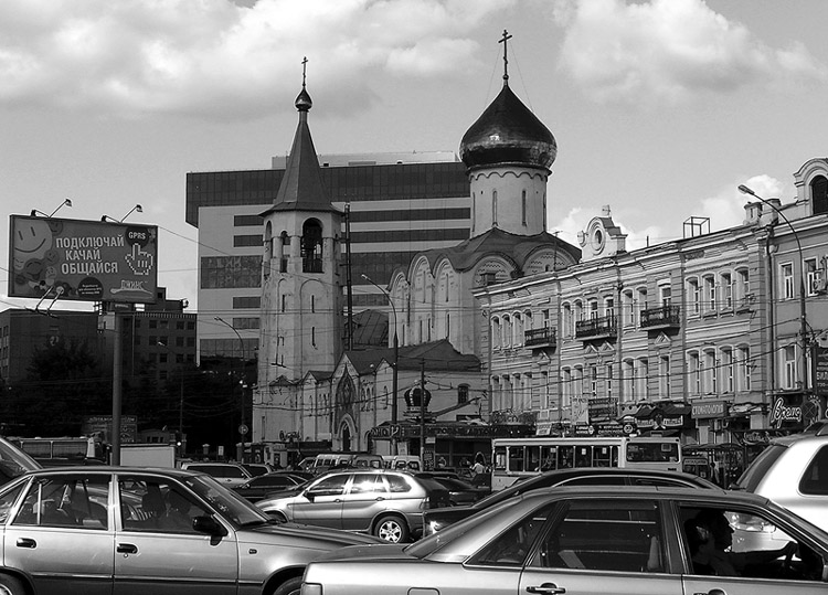 "photo ""Architectural chaos  Moskow  in ""rush hour"". Cry from the heart"" tags: black&white,"