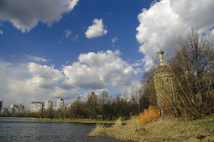 "photo ""Mikhalkovo, Moscow"" tags: architecture, landscape, clouds"