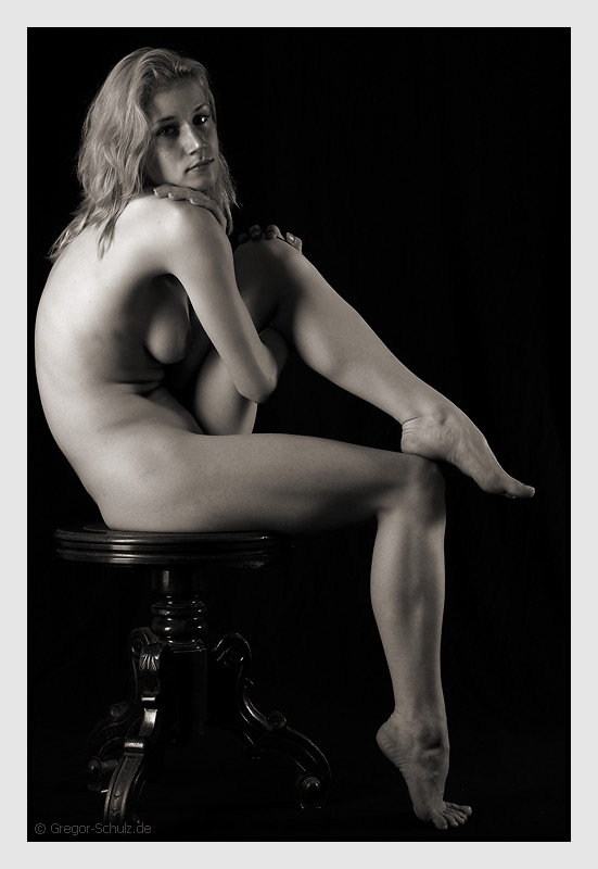 "photo ""N3"" tags: nude, black&white,"