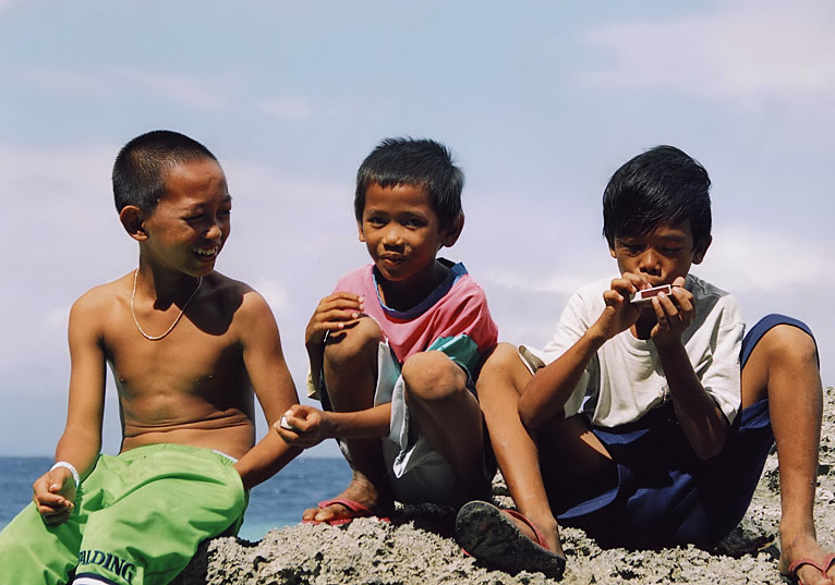 "photo ""boys"" tags: reporting, genre,"
