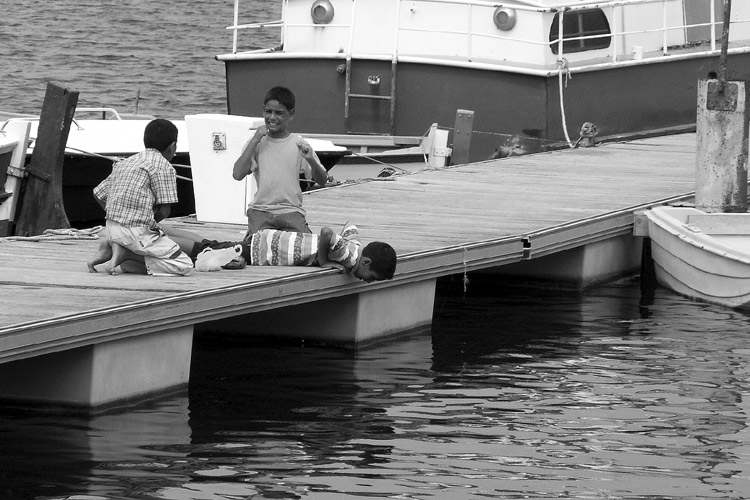 "photo ""Fisherman"" tags: reporting, black&white,"