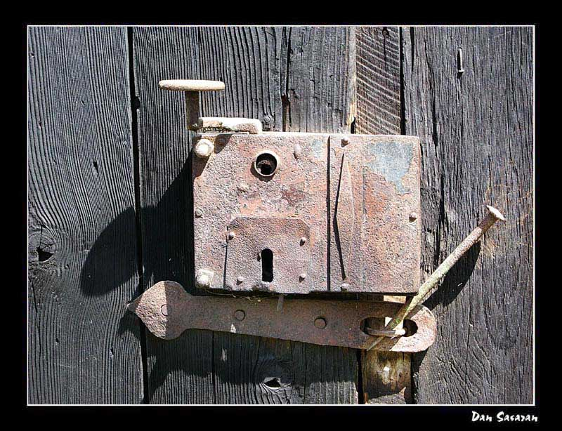 "photo ""Super door lock"" tags: old-time,"