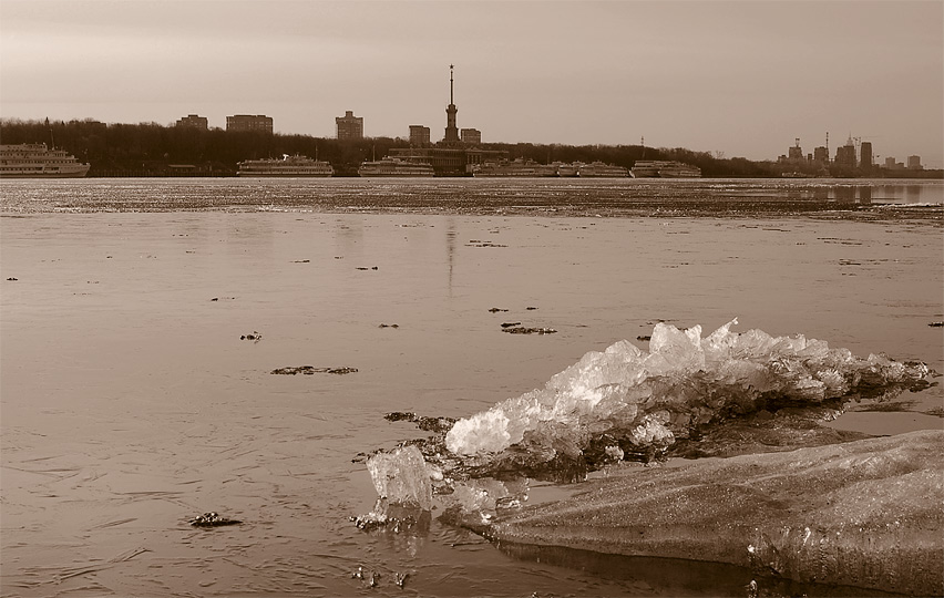 "photo ""crystal-clear"" tags: landscape, black&white, water"