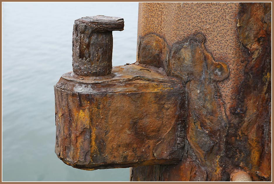 "photo ""Rusty capstan"" tags: landscape, still life, water"