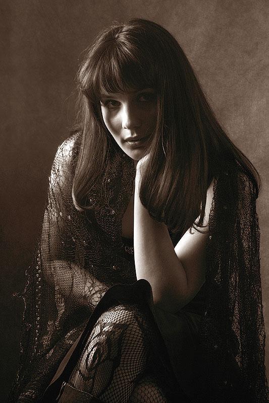 """photo """"Low key"""" tags: portrait, black&white, woman"""