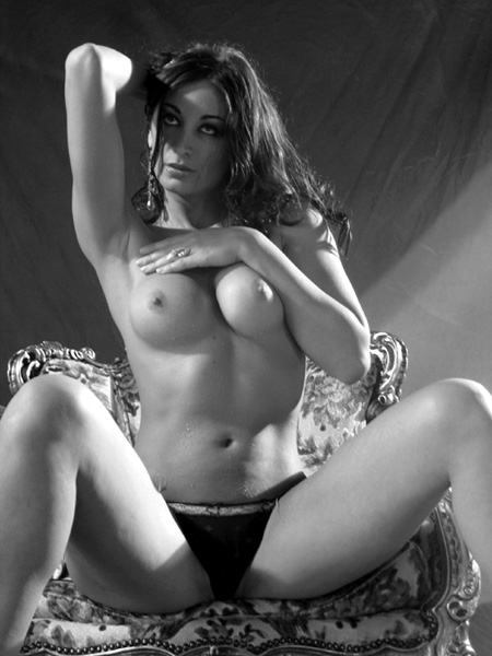 "photo ""pose"" tags: glamour, nude,"