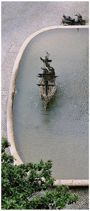 """photo """"La Fontana del Galeon"""" tags: architecture, travel, landscape, Europe"""