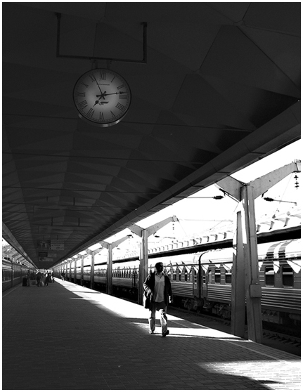 "photo ""Time presses"" tags: genre, black&white,"