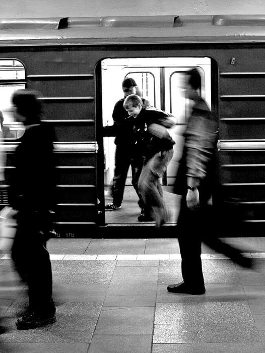 """фото """"Осторожно, двери..."""" метки: жанр, черно-белые,"""