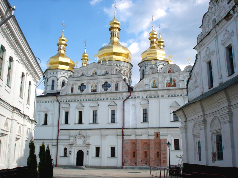 "photo ""On the streets of Lavra."" tags: architecture, travel, landscape, Europe"