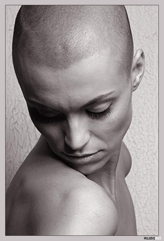 "photo ""Bald Ksenya"" tags: portrait, woman"