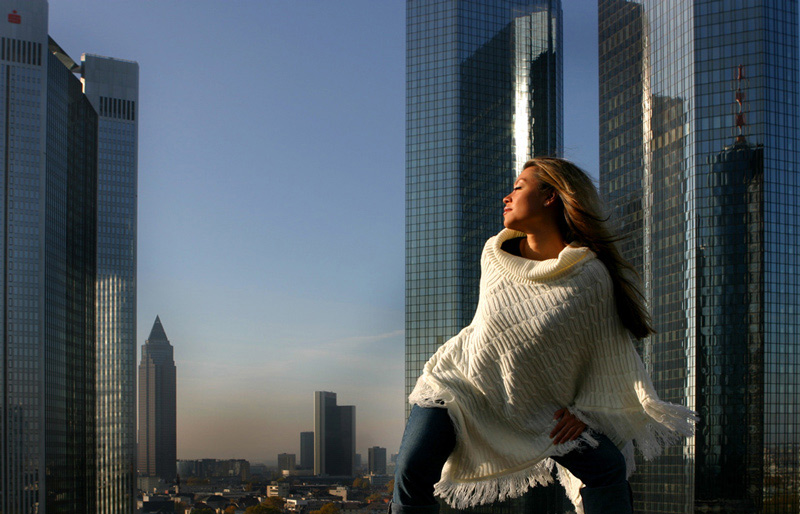 "photo ""Skyline"" tags: portrait, woman"