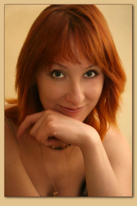 """photo """"golden"""" tags: portrait, woman"""