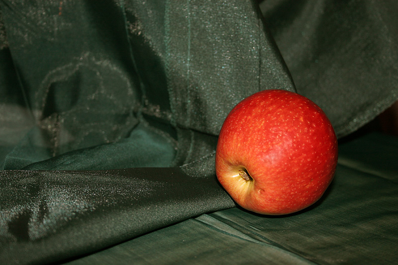 "photo ""Apple"" tags: misc.,"