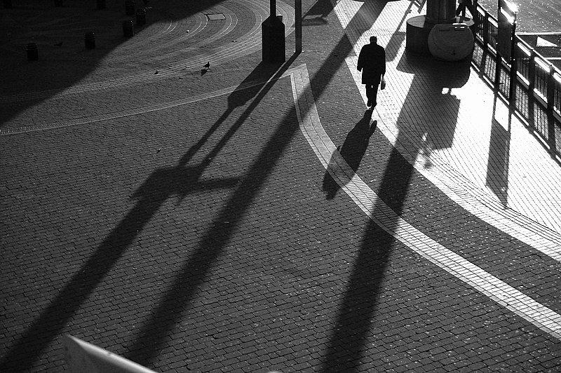 "photo ""Alone"" tags: black&white,"