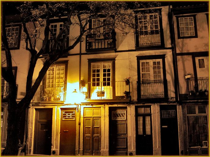 "photo ""Guimaraes 3"" tags: architecture, landscape, night"