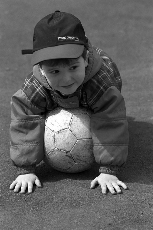 "photo ""Ball"" tags: portrait, black&white, children"