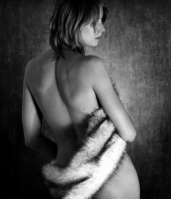 "photo ""-- *** --"" tags: nude, black&white,"
