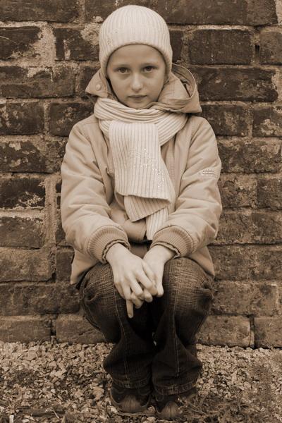 """фото """"У старой стены"""" метки: портрет, дети"""