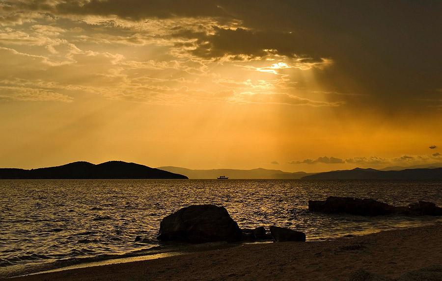 "фото ""вечерний паром из г. Амулиани в дер.Трипити"" метки: пейзаж, вода, закат"
