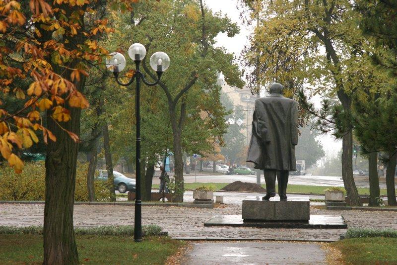 "фото ""Тарас Шевченко нас покидает..."" метки: архитектура, пейзаж, осень"