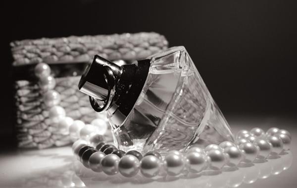 """photo """"* *"""" tags: glamour, black&white,"""