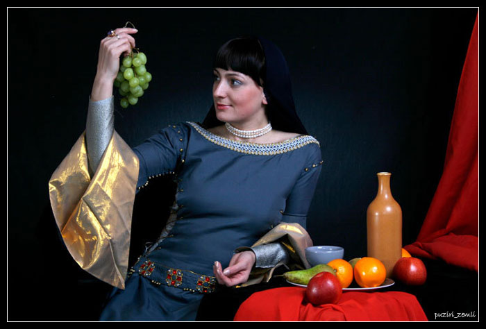 "photo ""With grape"" tags: portrait, woman"