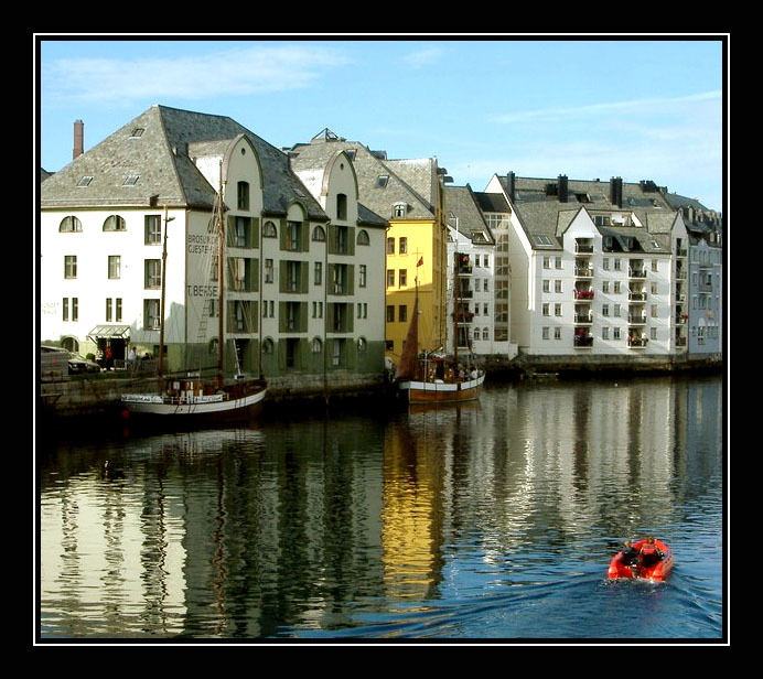 "photo ""The Small Red Boat"" tags: travel, Europe"