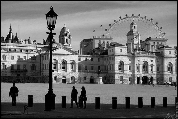 "photo ""*** / London"" tags: architecture, black&white, landscape,"
