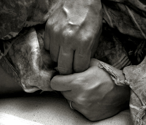 "photo ""hands"" tags: black&white,"