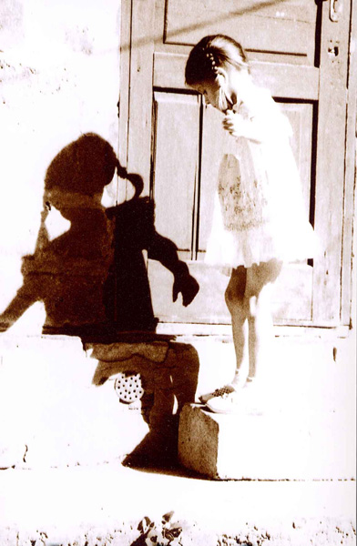 "photo ""She and shadow"" tags: portrait, black&white, children"