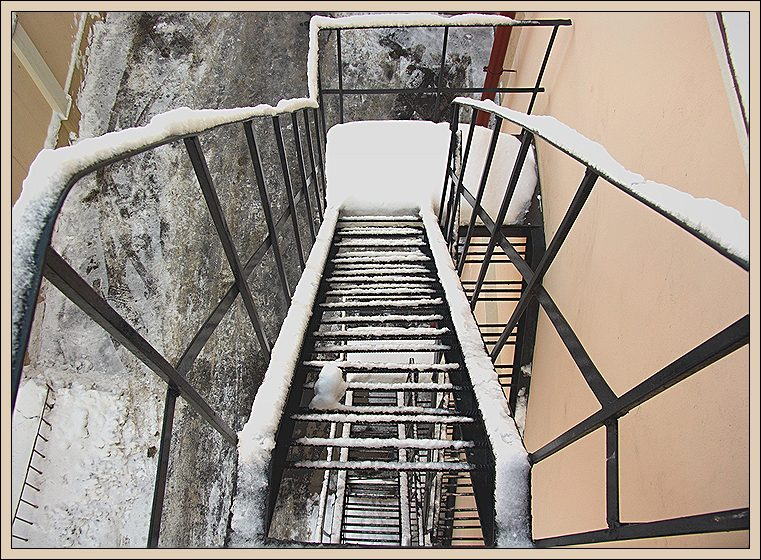 "photo ""Geometry of steel and snow"" tags: architecture, technics, landscape,"