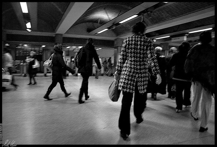 "photo ""london tube / #8"" tags: genre, black&white,"