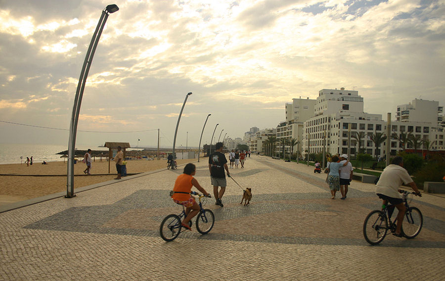 "photo ""The Portuguese love bikes 11/38"" tags: travel, Europe"