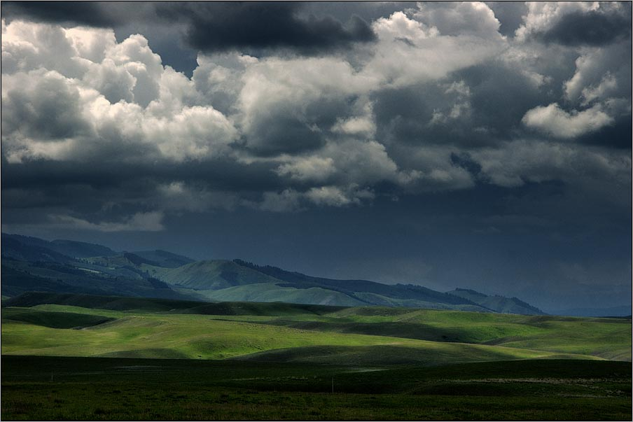 "photo ""****"" tags: landscape, clouds, mountains"