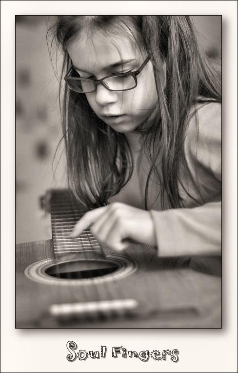 """photo """"Soul Fingers"""" tags: portrait, black&white, children"""
