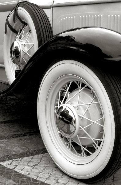 "photo ""Wheels"" tags: black&white, technics,"