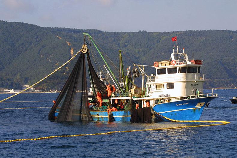 "photo ""Bosphorus & Fishers (I)"" tags: landscape, water"