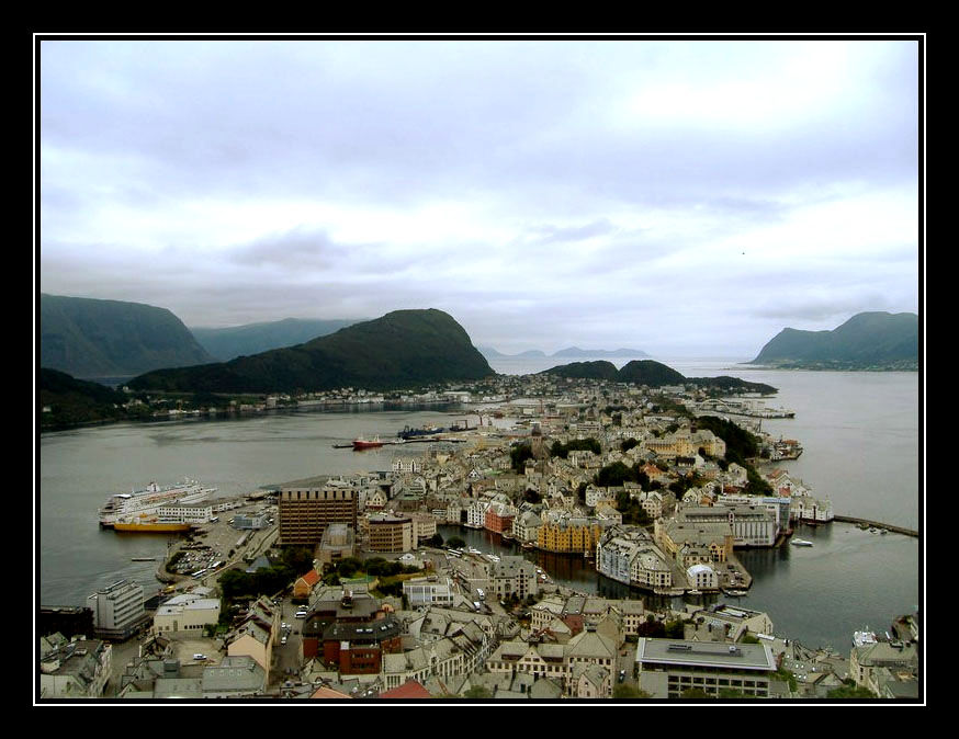 "photo ""Alesund"" tags: architecture, travel, landscape, Europe"
