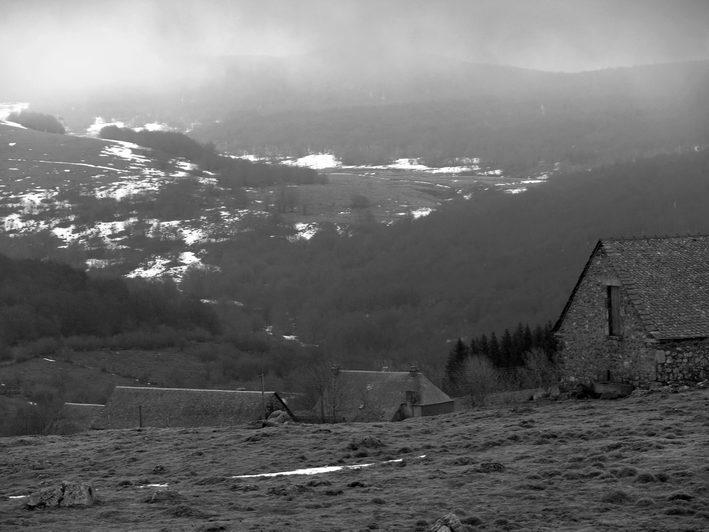 "photo ""Return to Aubrac"" tags: landscape, black&white, clouds"