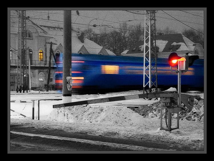 "photo ""Barrier or Train-phantom II"" tags: city, technics,"