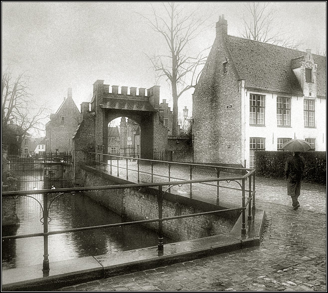 "photo ""In Bruges rain again..."" tags: architecture, black&white, landscape,"