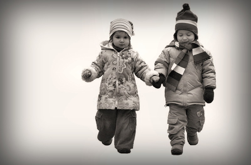 "photo ""Hand in Hand"" tags: portrait, black&white, children"