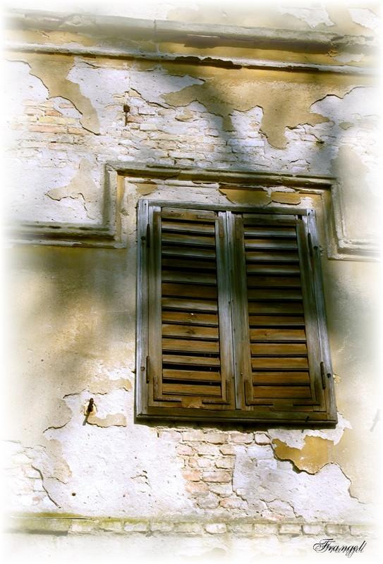 "photo ""The lost window"" tags: architecture, genre, landscape,"